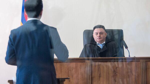 Судья Давид Григорян слушает адвоката Арама Орбеляна во время заседания по делу 1 марта (17 мая 2019). Еревaн - Sputnik Արմենիա