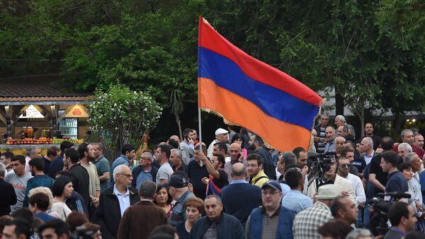 Люди на митинге партии АРФ Дашнакцутюн на площади Свободы (23 мая 2019). Еревaн - Sputnik Արմենիա