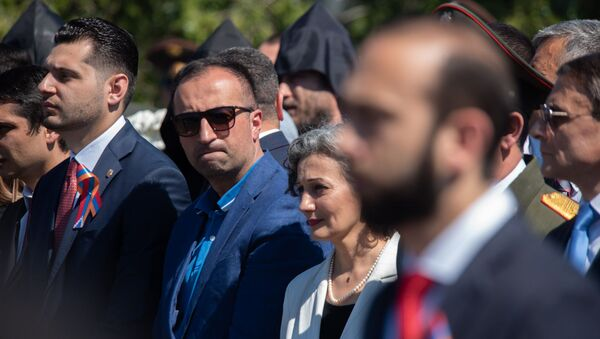 Министр здравоохранения Арсен Торосян во время празднования Первой республики (28 мая 2019) Сардарапат  - Sputnik Արմենիա