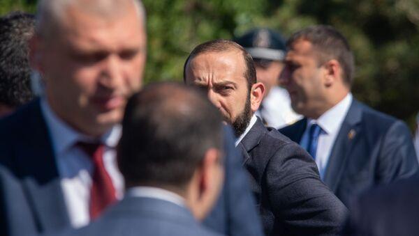 Спикер парламента Арарат Мирзоян перед началом официальной церемонии празднования Первой республики (28 мая 2019). Сардарапат - Sputnik Армения