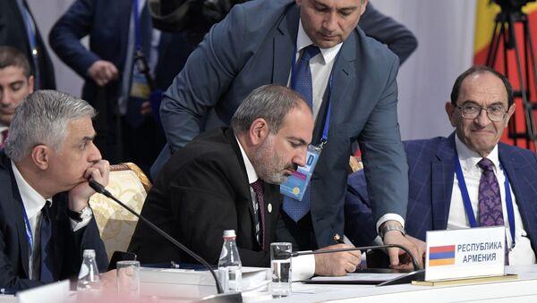 Премьер-министр Армении Никол Пашинян на заседании Высшего Евразийского экономического совета, приуроченного к пятилетию подписания Договора о Евразийском экономическом союзе (29 мая 2019). Нур-Султан - Sputnik Армения
