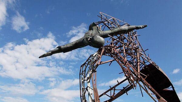 Разбитый памятник Лента бесконечности Давида Беджаняна - Sputnik Армения