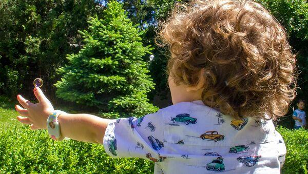 Ребенок на праздничном мероприятии в преддверии всемирного дня защиты детей в МЦ Арабкир (30 мая 2019). Еревaн - Sputnik Армения