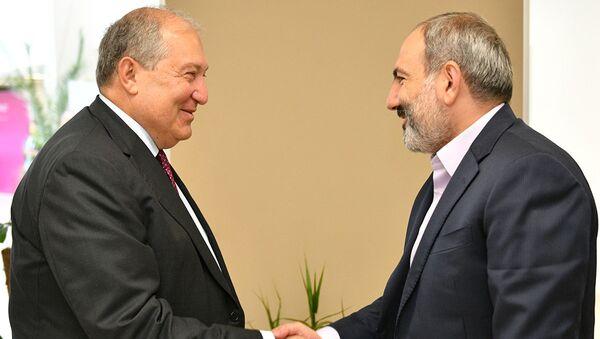 Президент Армен Саркисян и премьер-министр Никол Пашинян на форуме Armenian Summit of Minds (8 июня 2019). Дилижан - Sputnik Արմենիա