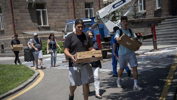 Подростки из Диаспоры в рамках волонтерской работы в Армении побывали в Реабилитационном центре защитника Отечества (13 июня 2019). Еревaн - Sputnik Արմենիա