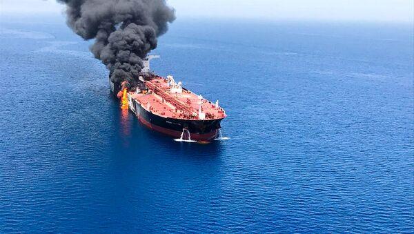Горящий танкер у побережья Омана (13 июня 2019). Оманский залив - Sputnik Армения
