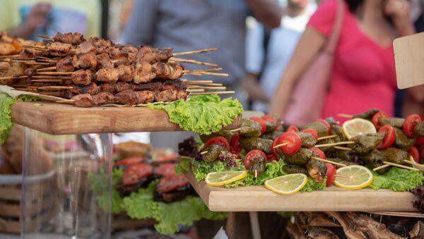 Павильон национальной еды на фестивале еды Утест Фест в Ереване - Sputnik Армения
