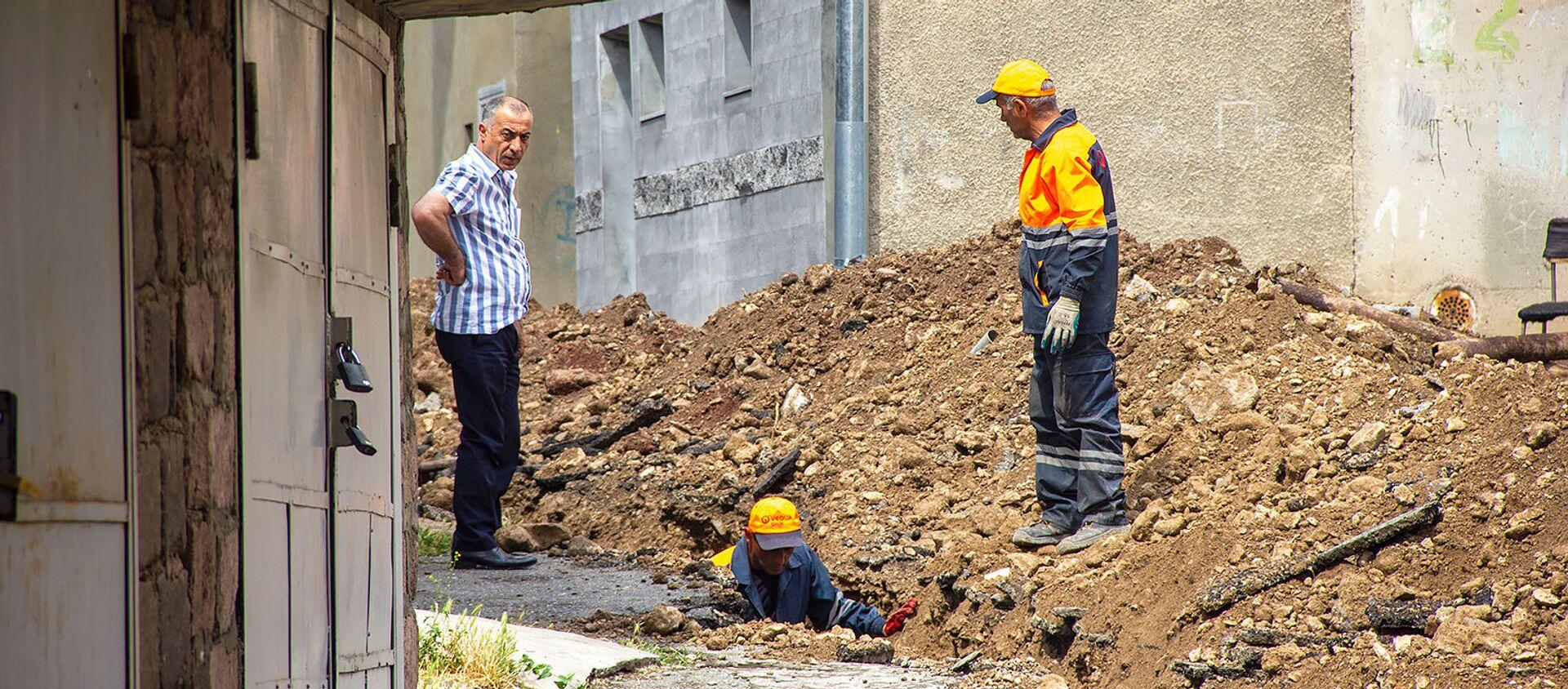 Неисправная канализация в Нор Норке - Sputnik Армения, 1920, 07.06.2021