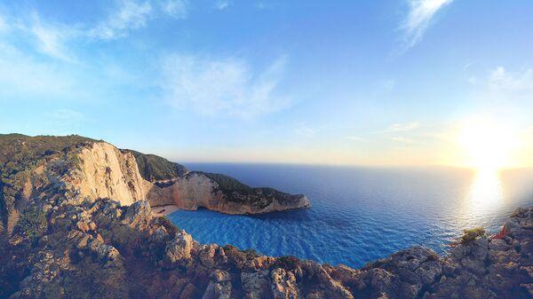 Скалистые утесы острова Навагио в Греции - Sputnik Армения