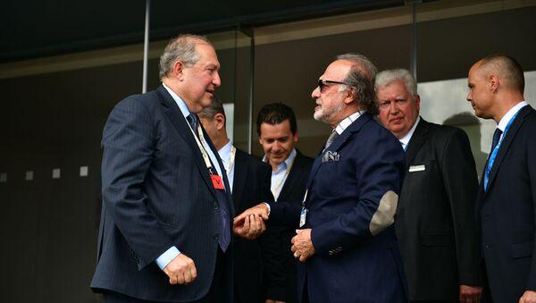 Президент Армен Саркисян встретился с руководителем компании Dassault Group по вопросам стратегического развития Оливье Дассо (20 июня 2019). Ле-Бурже - Sputnik Армения