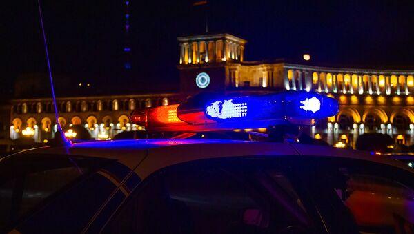 Автомобиль дорожной полиции на площади Республики - Sputnik Արմենիա