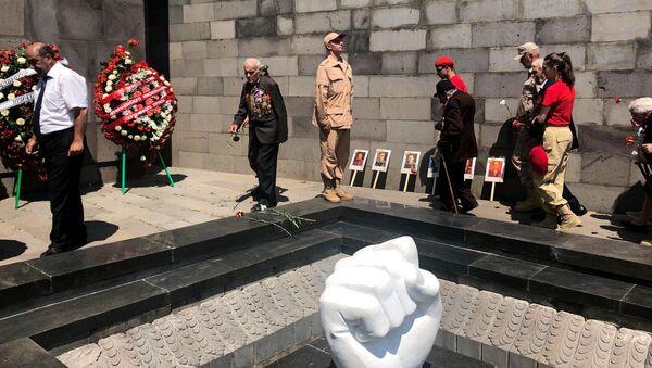 В Гюмри почтили память жертв Великой Отечественной войны - Sputnik Армения