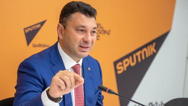Пресс-конференция Эдуарда Шармазанова (24 июня 2019). Еревaн - Sputnik Արմենիա