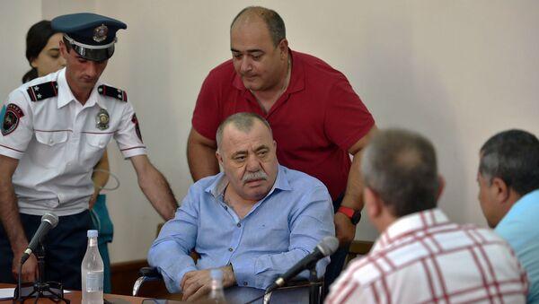 Манвел Григорян и адвокат Арсен Мкртчян на судебном заседании по своему делу (25 июня 2019). Еревaн - Sputnik Армения