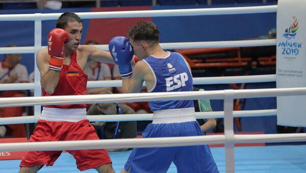 Поединок 1/8 финала по боксу среди мужчин в весовой категории до 60 кг между Кареном Тонаканяном (Армения) и Кристианом Васкесом (Испания) (25 июня 2019). Минск - Sputnik Армения