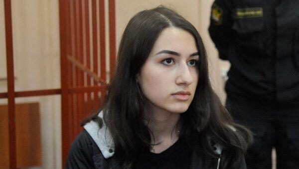 Одна из сестер Хачатурян, Мария, обвиняемая в соучастии в жестоком убийстве своего отца, во время рассмотрения ходатайства следствия о продлении домашнего ареста в Басманном суде (26 июня 2019). Москвa - Sputnik Армения