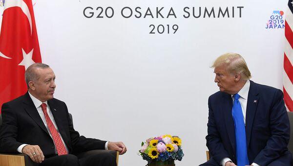 Встреча президентов Турции и США Реджепа Тайипа Эрдогана и Дональда Трампа на полях саммита G20 (29 июня 2019). Осака - Sputnik Армения