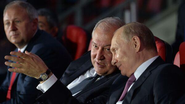 Президенты Армении и России Армен Саркисян и Владимир Путин на торжественной церемонии закрытия Вторых Европейских игр (30 июня 2019). Минск - Sputnik Արմենիա