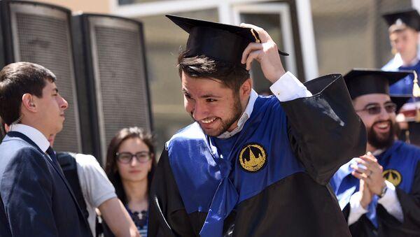 Церемония вручения дипломов первым выпускникам филиала МГУ в Армении (2 июля 2019). Еревaн - Sputnik Армения