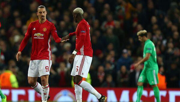 Футболисты Манчестер Юнайтед Златан Ибрагимович и Поль Погба празднуют забитый гол во время матча между командами Манчестер Юнайтед и Сент-Этьен (16 февраля 2017). Манчестер - Sputnik Армения