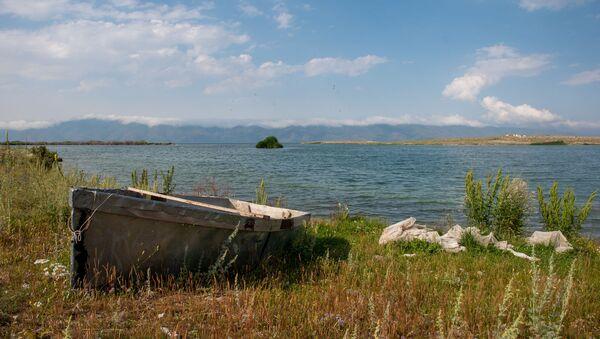 Озеро Севан, побережье у села Чкаловка, Гегаркуник - Sputnik Армения