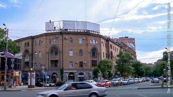 Демонтаж рекламы размещённой на зданиях, представляющих историко-культурную и архитектурную ценность - Sputnik Արմենիա