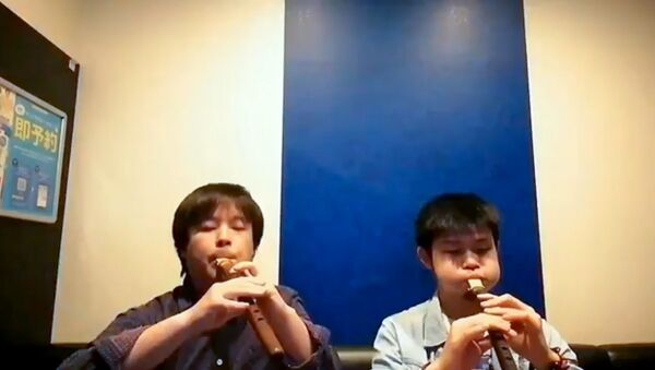 "Японцы Kento Suzuki и Yasutaka Tarumi исполняют ""Dle Yaman"" - Sputnik Армения"