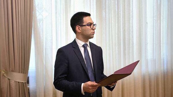 Министр юстиции Рустам Бадасян во время принятия присяги (15 июля 2019). Еревaн - Sputnik Армения