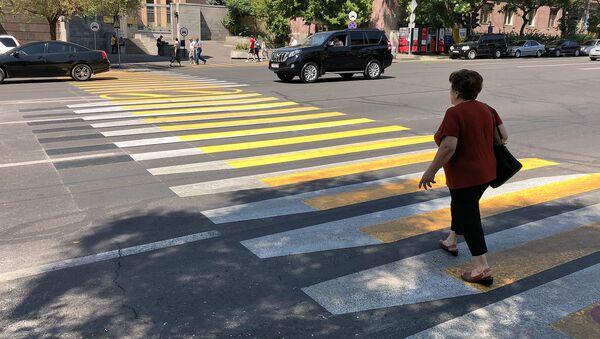 Трехмерная разметка пешеходного перехода на перекрестке улиц Григора Лусаворича и Закяна - Sputnik Армения