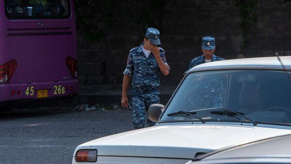 Полицейские на улицах в Иджеване - Sputnik Армения