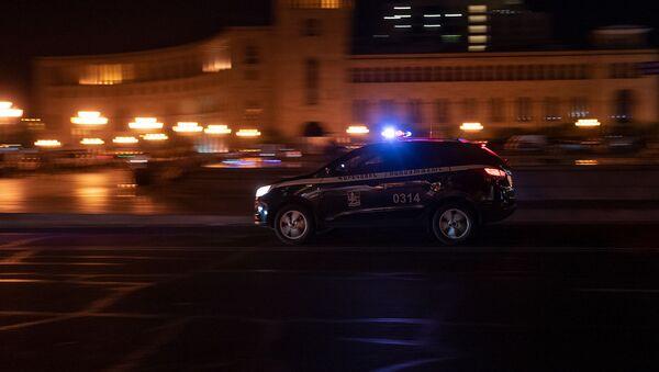 Автомобиль патрульной службы на площади Республики - Sputnik Արմենիա