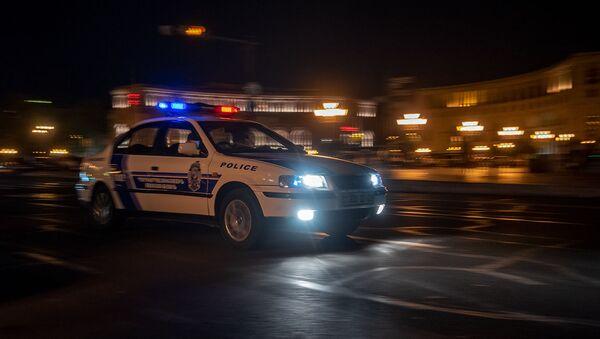 Автомобиль патрульной службы на площади Республики - Sputnik Армения