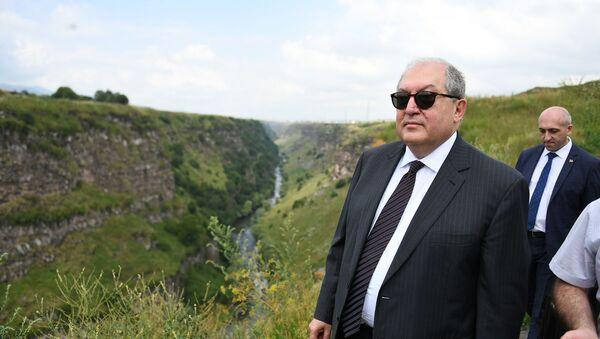Президент Армен Саркисян посетил Лорийскую крепость в рамках рабочего визита в Лорийскую область (20 июля 2019). Степанаван - Sputnik Արմենիա