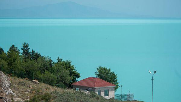 Вид на озеро Севан с дома творчества писателей - Sputnik Արմենիա