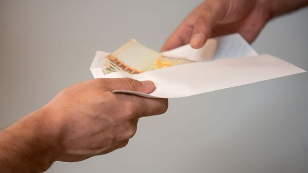 Передача конверта с деньгами - Sputnik Արմենիա