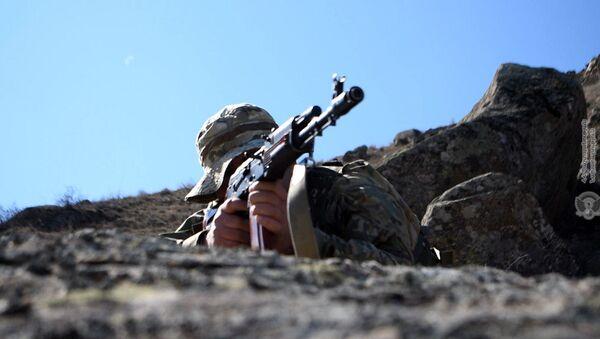Армянский военнослужащий на тренировках - Sputnik Армения