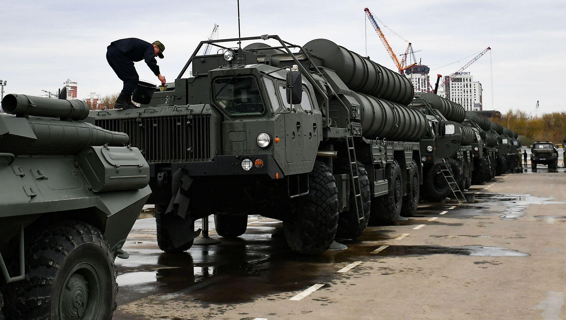 Транспортно-пусковые установки зенитного ракетного комплекса С-400 Триумф - Sputnik Армения, 1920, 19.03.2021