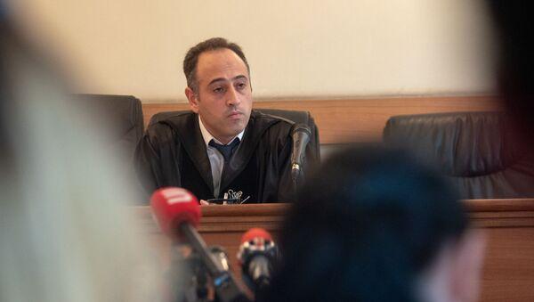 Судья Арсен Никогосян на заседании суда по вопросу частичного снятия ареста с имущества Роберта Кочаряна (24 июля 2019). Еревaн - Sputnik Արմենիա