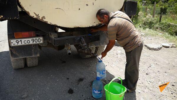 В 95 километрах от Еревана, в сельской общине Арагацаван, нет питьевой воды. - Sputnik Армения