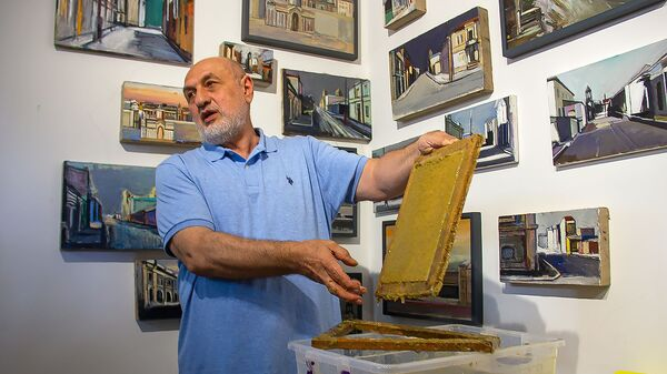 Художник Арарат Саргсян в своей мастерской - Sputnik Армения