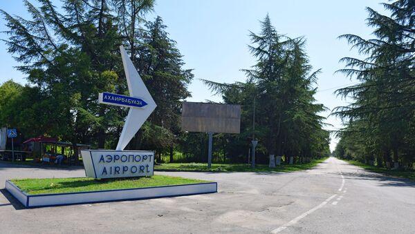 Дорожный указатель на Сухумский аэропорт - Sputnik Армения