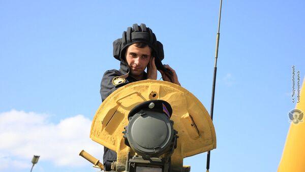 Военнослужащий армянской команды во время подготовки к международным соревнованиям Танковый биатлон-2019 на подмосковном полигоне Алабино - Sputnik Армения