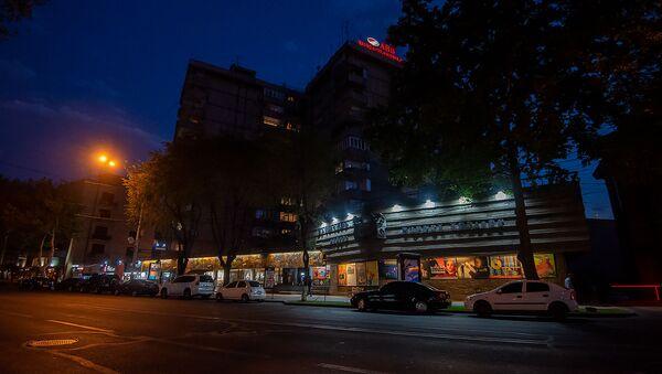 Здание Ереванского гос.театра кукол имени Ов. Туманяна на проспекте Саят-Новы - Sputnik Արմենիա