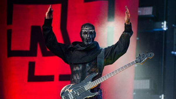 Басист группы Rammstein Оливер Ридель во время выступления на сцене стадиона HDI-Arena (2 июля 2019). Ганновер - Sputnik Армения