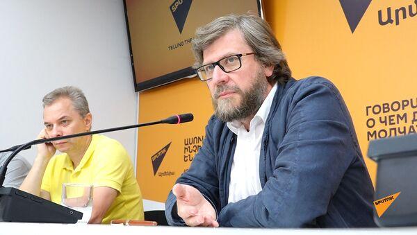 Федор Лукьянов встретился с армянскими экспертами в Ереване - Sputnik Армения