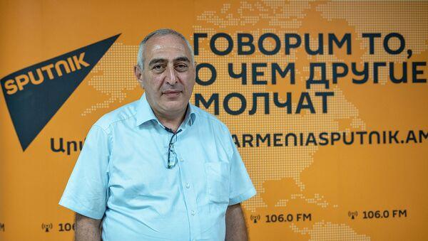 Политтехнолог Карен Кочарян в рамках SputnikPro в мультимедийном пресс-центре Sputnik Армения (1 августа 2019). Еревaн - Sputnik Արմենիա
