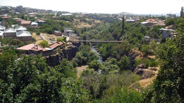 Вид на Касахское ущелье с балкона писателя Вардгеса Петросяна - Sputnik Армения