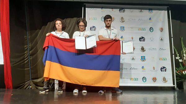 Бронзовые медалисты 13-ой международной олимпиады по астрономии в городе Кестхей, Венгрия - Sputnik Армения