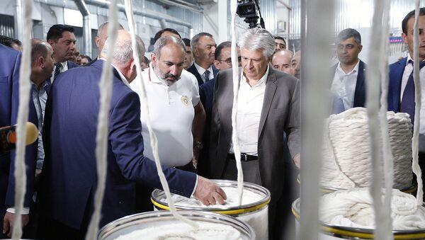 Премьер-министр Никол Пашинян на открытии хлопкопрядильного завода - Sputnik Արմենիա