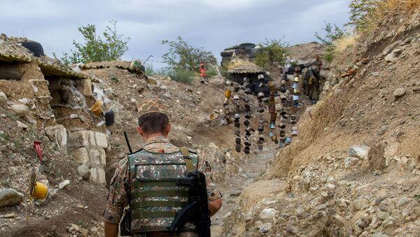 Военнослужащий на боевой позиции Армии обороны Карабаха - Sputnik Արմենիա